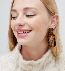 https://www.asos.com/liars-lovers/liars-lovers-oval-tort-statement-earrings/prd/10932828?clr=multi&SearchQuery=&cid=4175&gridcolumn=3&gridrow=8&gridsize=4&pge=2&pgesize=72&totalstyles=1485